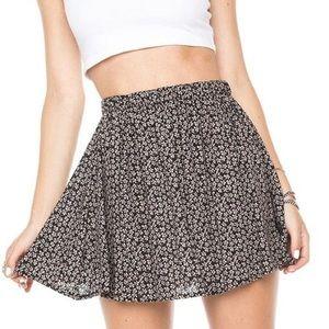 Brandy Melville Luma Skirt Floral Black/White - OS